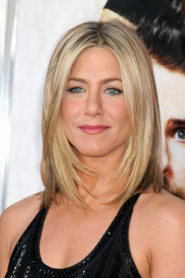 Shoulder-Length Jennifer Aniston Hairstyles