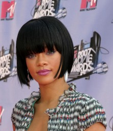 rihanna pageboy haircut with bangs